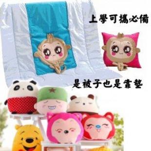 【上學必備品,寶貝的最愛】多用途可攜抱枕,空調被,抱著它,快樂上學,蓋著它,安心入睡,可當睡袋,涼被,披肩一袋多用 ☆大號